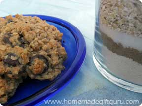 Oatmeal-chip cookies and gift mix in a jar