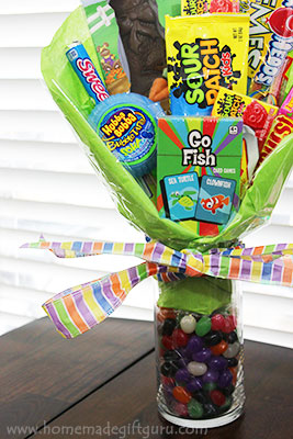 Here's how to make candy bouquets special for Easter... love the jelly beans in the vase!