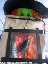 Oh my goodness, there's a roach in my bag! A unique Halloween party bag idea...