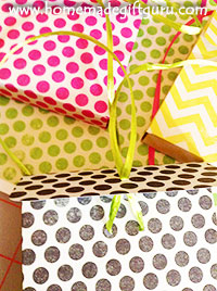 When using ribbon to close your advent box, skip tying the knot and just tie the bow. This will make opening the box much easier!