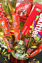 Learn how to make candy bouquets that burst with candy! www.homemadegiftguru.com