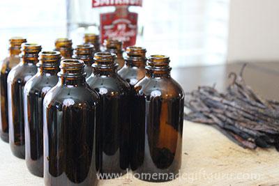 How to Make Vanilla Extract: The One Step Method for Easy Homemade Gifts www.homemadegiftguru.com