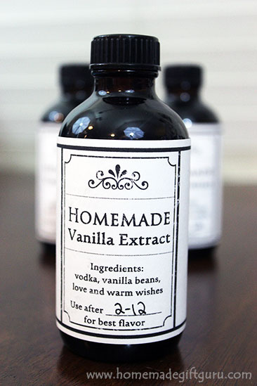 Learn how to make vanilla extract all in one step with this easy homemade gift idea tutorial that comes with free printable gift tags and custom labels. www.homemadegiftguru.com
