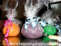 Play dough party favors are an inexpensive gift idea...