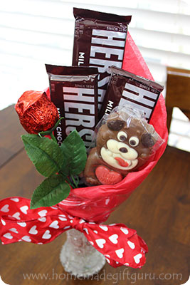 Yum Yum! Look at this delicious DIY Valentine's Day Candy Bouquet!