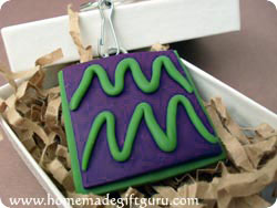 Make a Aquarius symbol art charm with this polymer clay tutorial...
