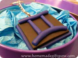 Make a Gemini symbol art charm with this polymer clay tutorial...