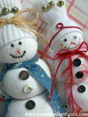 For more no-sew Christmas craft gift ideas, check out this no-sew tube sock tutorial. These silly snowmen are so cute and easy to make.