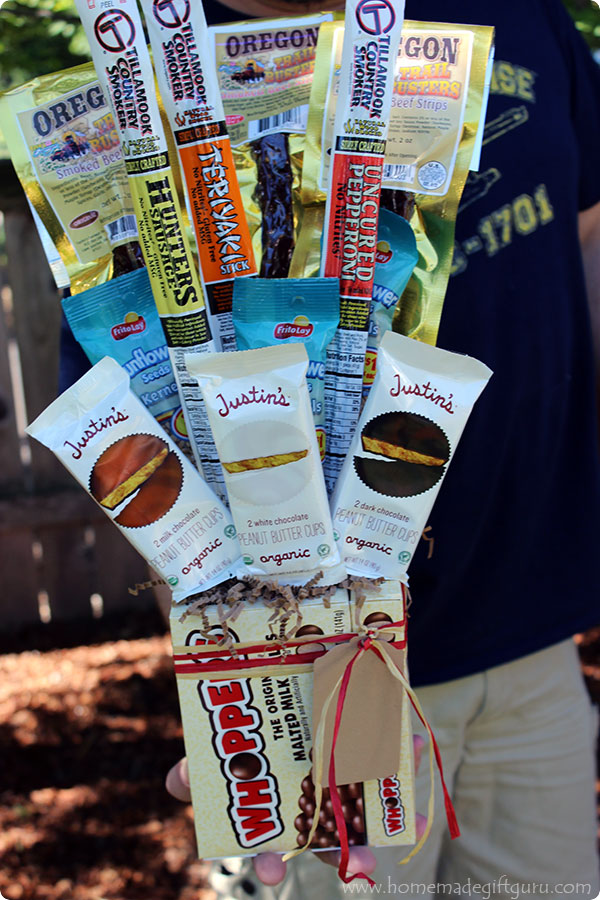 Snack food bouquets make great homemade Christmas gifts for Dads, Grandpas and men in general. Something about making a gift out of their favorite snacks, such as beef jerky and nuts...