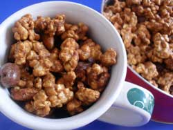 This coffee and almond caramel popcorn recipe makes a delicious homemade gift for any coffee lover!