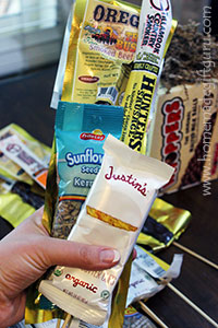 Hold the baskets, keep the snacks! Make snack food bouquets for your next healthy homemade gifts.