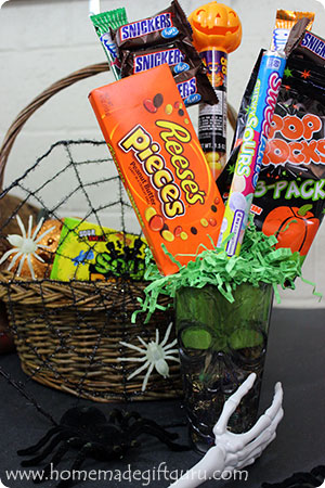 Homemade candy bouquets make great Halloween candy gift ideas! You can get as creative as you want with the candy, container and embellishments...
