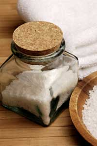 Homemade bath salts make wonderful bath and body gifts!