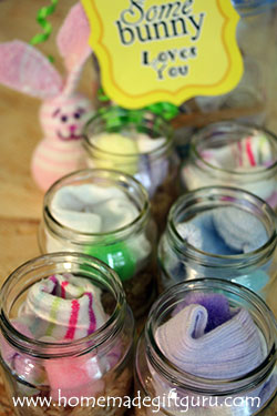 Make these cute little sock craft kits to give for homemade Easter gifts. I used baby food jars for the containers and everything fits nicely.